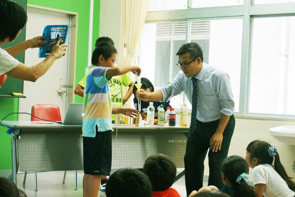 H30沢田小学校 薬学講座 薬は水で飲みましょう